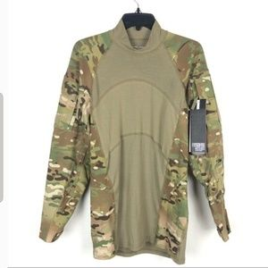 UNISEX. NWT Army 🤺 workout/ combat shirt